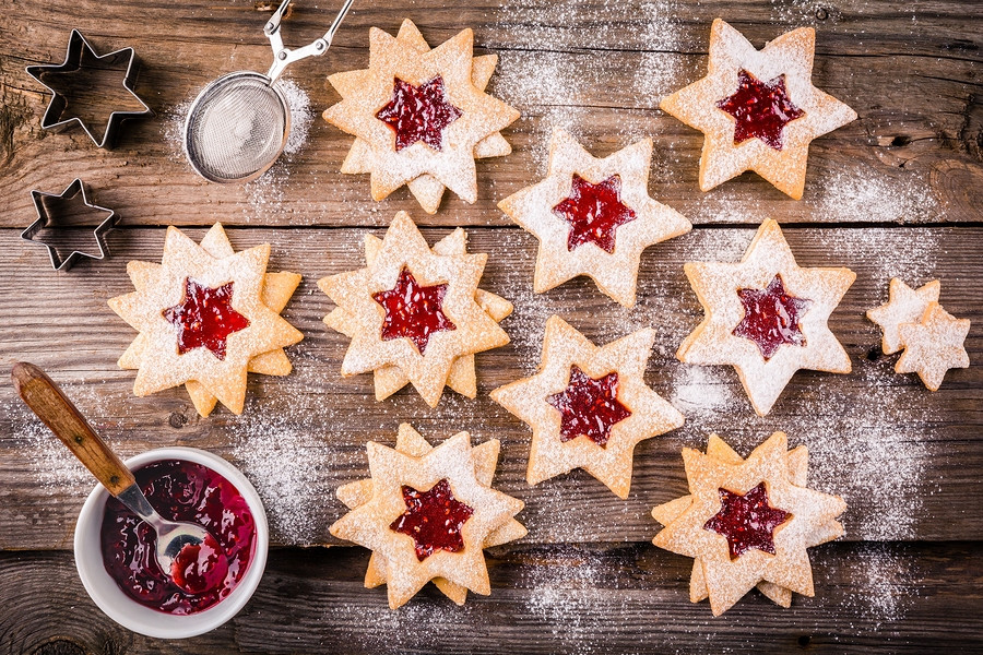 Taste what the holidays taste like in countries around the world, bake a new cookie every year!
