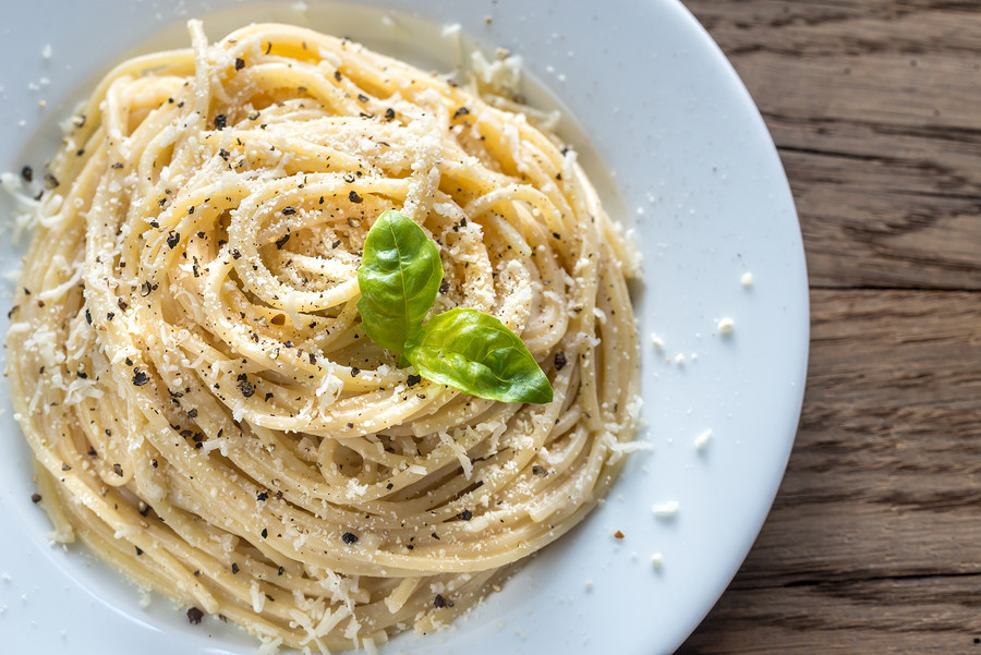 Make cacio e pepe with an Italian chef in this Roman cooking class - in your own kitchen!