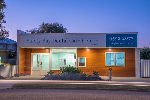 night view of safety bay dental care centre in rockingham by https://niceguyandphotographer.com/