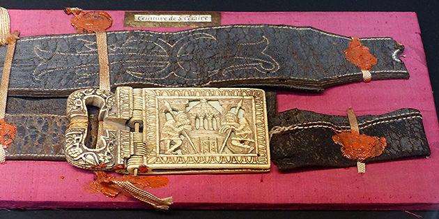 Conservée jusqu à la Révolution dans l église Saint-Blaise du monastère de  Saint-Césaire. Cette ceinture en cuir fait partie des reliques de l évèque  ... a84b472a366