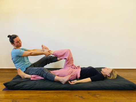 Thai Yoga Massage Foot pull