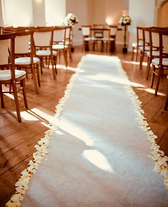 Ivory aisle runner with scatter petals