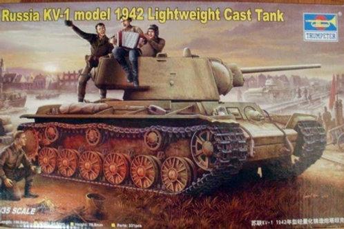 Советский танк КВ-1 с легкой литой башней 1942 года - Trumpeter 00360 1:35