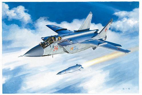 """Самолет МиГ-31БМ с ракетой """"Кинжал"""" - Hobby Boss 81770 1:48"""