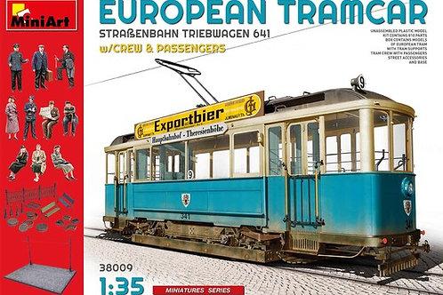 Европейский трамвай с фигурками и подставкой - MiniArt 1:35 38009