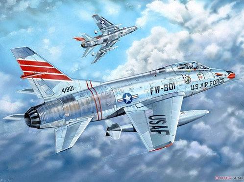 Американский самолет Супер Сейбр F-100C Super Sabre - Trumpeter 1:32 03221