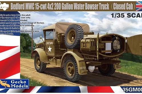 (под заказ) Bedford MWC 15-cwt 4x2 цистерна, крытая кабина - GECKO 1:35 35GM0024