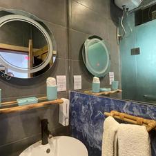 Room 1-6 Bathroom