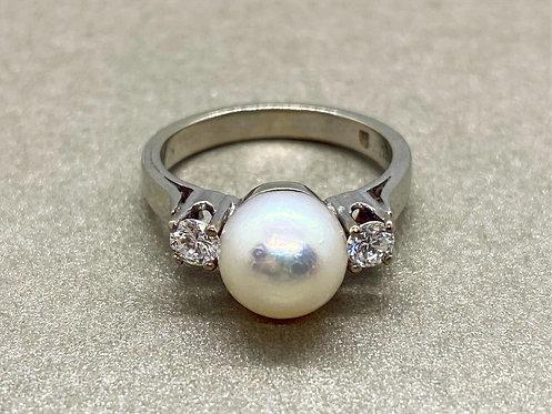 Bague en or, perle de culture et diamants