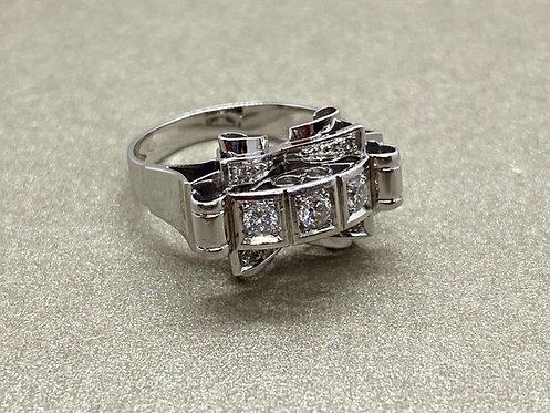 Bague 1930 en or gris, platine et diamants