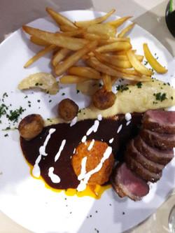 plat de viande et frites