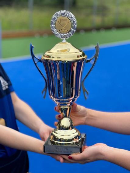 U15 Girls Schweizermeister Pokal 2021.jp