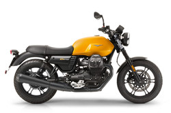 Moto Guzzi V7 stone gialla