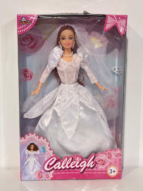 Poupée avec robe de mariage
