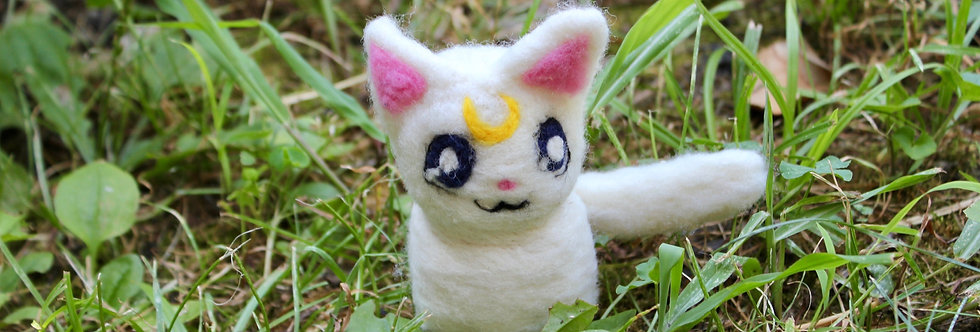 Felt White Moon Cat