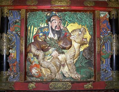 東町:大彫『虎に乗り指揮する鄭成功』