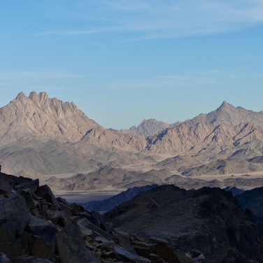 The trail continues over rugged passes to the Plain of Monfia: the divide between the western & eastern halves of the Red Sea Mountains.