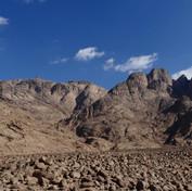 Jebel Gattar's spectacular western cliffs.