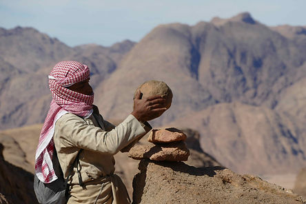 bedouin-guide-rojom-red-sea-mountains-be