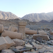 Jebel Abu Dukhaan is home to the 2000 year old Roman town of Mons Porphyrites. It is the second Roman town on the RSMT: the first one was Mons Claudianus & was visited on day 3. 'Mons' means mountain in Latin & 'Porphyrites' is 'porphyry', a rare kind of dark purple stone. This was the 'Mountain of Porphyry'. Thousands of tons of stone were quarried here over 5 centuries. Quarries are still visible in the hills, plus footpaths & slipways down which huge blocks of stone were slid to the wadis below. Rock quarried here was rolled out of the mountains on wagons, then hauled across the desert to the Nile & shipped to the Mediterranean where it was sailed over the seas to faraway parts of Rome's vast empire.