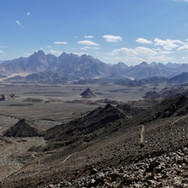 A beautiful view opens up to the faraway peaks of Jebel Gattar from the top of the pass.