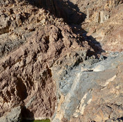 Jebel Abu Dukhaan is the most northerly massif of the RSMT & a dark purple stone is found widely throughout, seen exposed here in the dry waterfall cliff. As beautiful as these purple mountains are they're not easy. Getting up Jebel Abu Dukhaan involves a tricky scramble up this winding gorge.