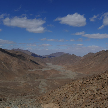 After the town, the RSMT follows a 2000 year old zigzag path up a mountain pass. This is the view back to Mons Porphyrites. Look closely & you'll see footpaths & quarries, including one on the high mountain on the right. Jebel Abu Dukhaan's purple porphyry was much sought after & sculptures made from the rock of these deserts is seen all around the Mediterranean today, from the Basilica San Marco in Venice to the Hagia Sophia & Column of Constantine in downtown Istanbul. Purple was associated with birth & death in Rome & as well as statues & columns this porphyry was used to make the sarcophagus of the Emperor Constantine's mother Helena & to panel the birth chamber of Roman princes. It is from this the old English saying 'born into the purple' - meaning born into privilege - is derived.