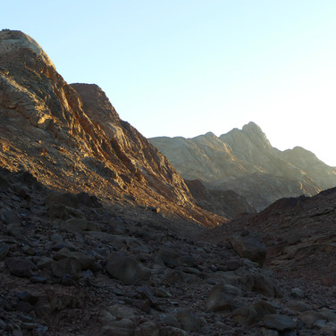 From the Plain of Graygar, the trail climbs over a low pass & into a rocky wadi called Wadi Abul Hassan.