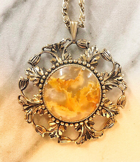 Gold Opaque Stone Vintage Pendant Necklace