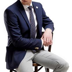 Veston-dunkelblau-Krawatte-Gemustert-Hos