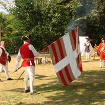 Le drapeau du Régiment du Béarn est déployé