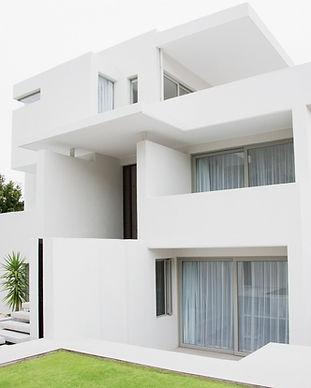 Private Fensterreinigung Modernes Weißes Haus