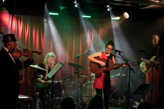 Vera Kebbe med band på Jazzklubben