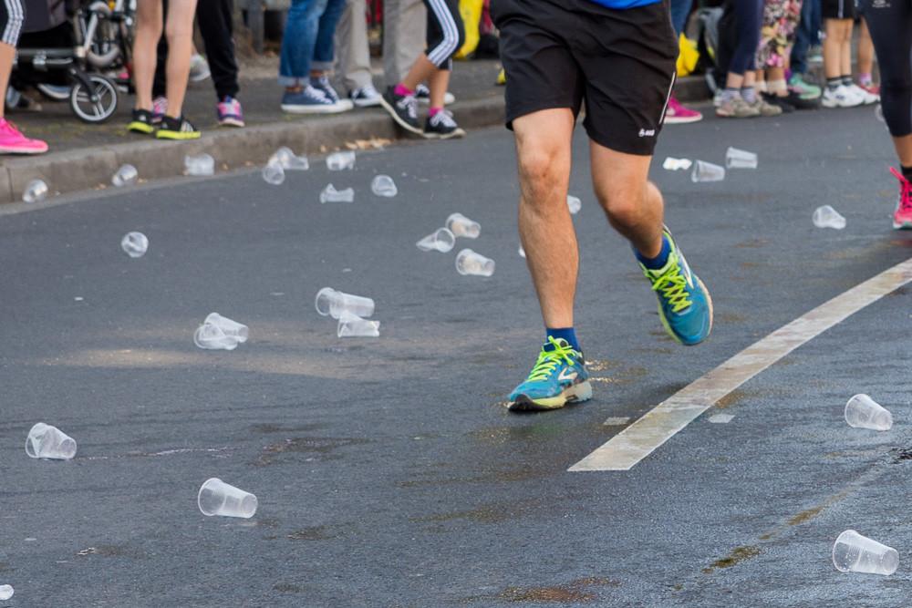 Plastikbecher auf der Straße sollen vermieden werden