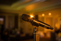 wireless-microphone-stand-stage-venue-bl
