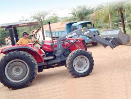 Trator Agrícola com Madal