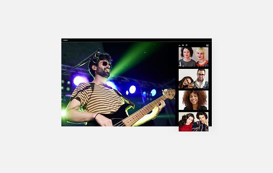 Image d'un homme qui joue de la guitare lors d'un évènement en ligne