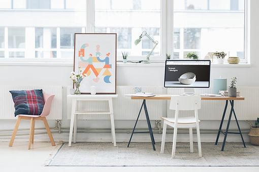 Ufficio di design con arte stravagante