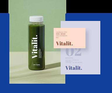一個時尚透明的瓶子帶有Wix設計的商標Vitalit。