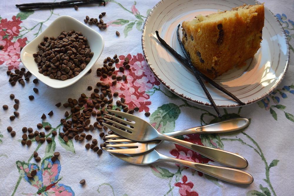 bolo de baunilha com gotas de chocolate 1.JPG