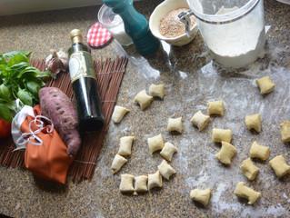 Nhoque de batata-doce com molho de manjericão!