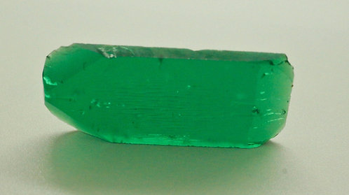 Hydrothermal Emerald Colombian color, Weight 42.91 cts, Thickness 4 mm