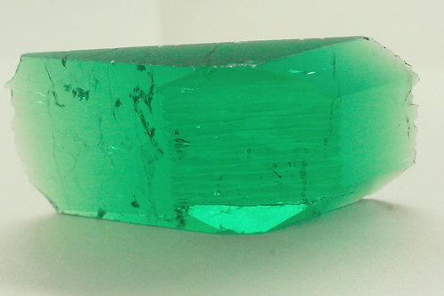 Hydrothermal Emerald Colombian color, Weight 67.07 cts, Thickness 6.4 mm