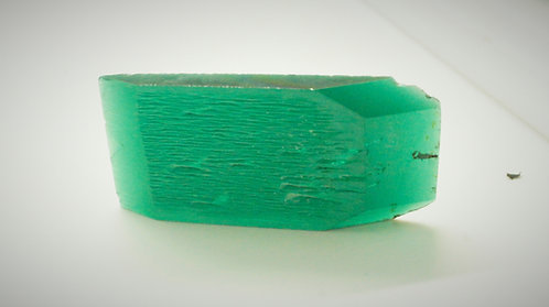 Hydrothermal Emerald Regular color, Weight 75.75 cts, Thickness 4.8 mm