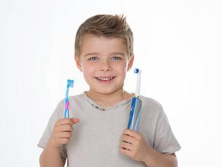 Y en niños... ¿Es mejor un cepillo eléctrico o uno manual?