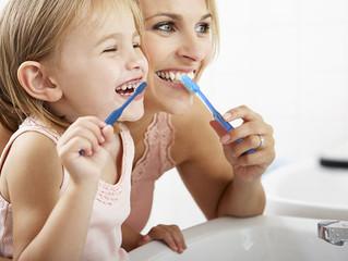 Consejos para conseguir que tus hijos se diviertan lavándose los dientes