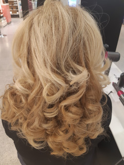 Curly blow dry using Dyson Airwrap # 2