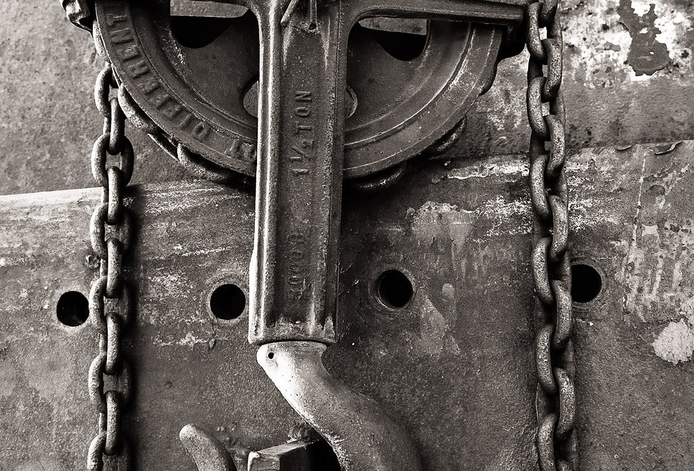 Pulley and chain for lifting heavy objects