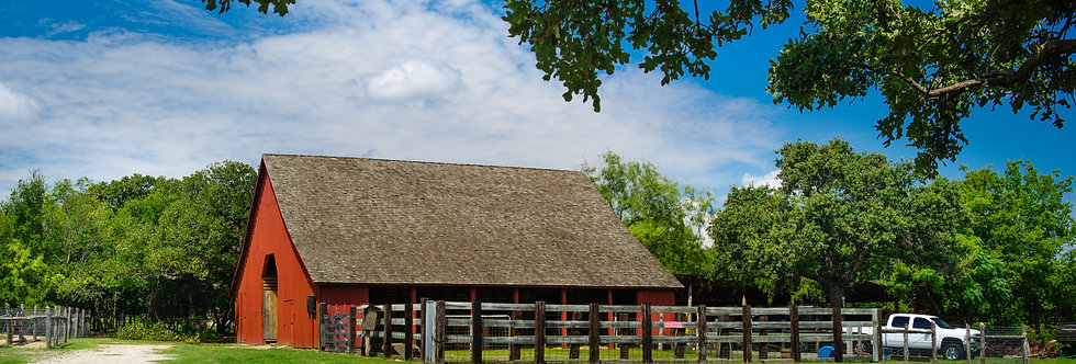 Old red barn in Grapevine Texas