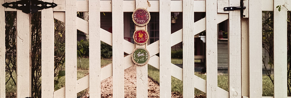 White picket fence - gate - welcome to fall